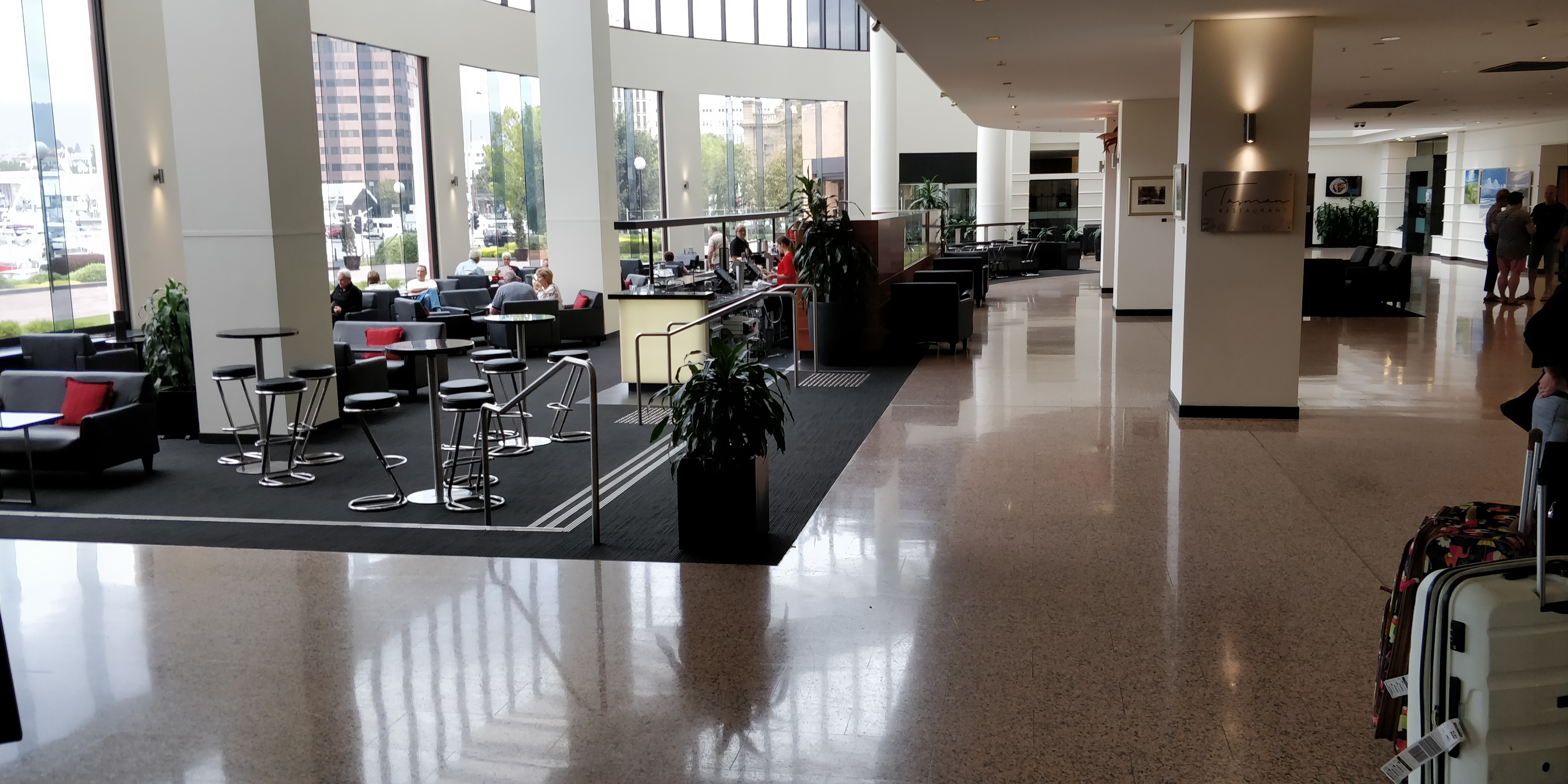 REVIEW OF THE HOTEL GRAND CHANCELLOR HOBART > CAPTAIN'S ...